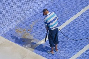 cleaning the pool ground